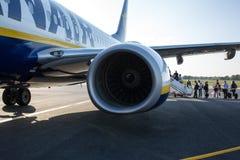 Avion de Ryanair de ligne aérienne de coût bas sur le macadam Photographie stock