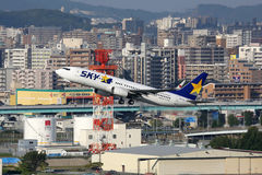 Avion de Skymark Airlines Boeing 737-800 Images libres de droits