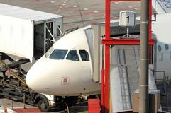 Avion de stationnement Photographie stock