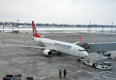Avion de Turkish Airlines dans l'aéroport de Boryspil Kiev, Ukraine Photographie stock libre de droits