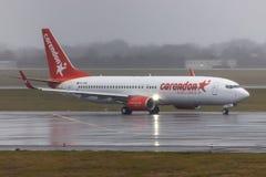 Avion de voies aériennes de Corendon à l'aéroport Allemagne de Dusseldorf photographie stock