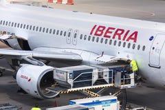 Avion de voies aériennes d'Ibérie à l'aéroport Hongrie de Budapest Images libres de droits