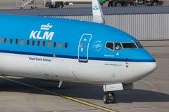 Avion de voies aériennes de KLM à l'aéroport Hongrie de Budapest Images stock