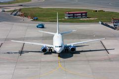 Avion de vue supérieure au tablier d'aéroport Photographie stock libre de droits