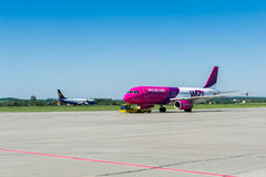 Avion de Wizzair Photographie stock libre de droits