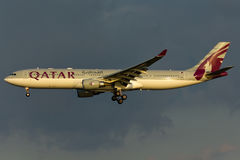 Avion du Qatar Airbus A330 Photos libres de droits