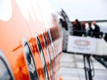 Avion entrant de personnes tôt le matin dans Flughafen Hambu Photo stock