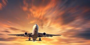 Avion et beau ciel avec l'effet de tache floue de mouvement Photographie stock
