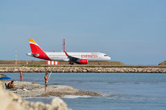 Avion exprès d'Ibérie à l'aéroport de Gentil-Cote Azur Photographie stock libre de droits