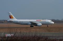 Avion exprès d'Ibérie Airbus A320 à l'aéroport de Copenhague Photographie stock