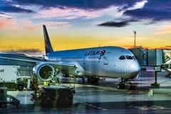Avion garé à l'aéroport de Barajas, Madrid, Espagne Image libre de droits