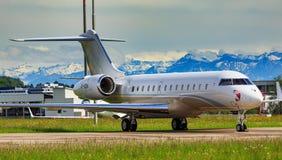 Avion 5000 global de bombardier à l'aéroport de Zurich Image stock