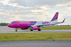 Avion HA-LWX de Wizzair Images stock