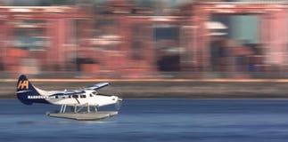 Avion mobile avec le fond brouillé Photographie stock libre de droits