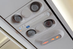 Avion non-fumeurs de message publicitaire de connexion de signe et de ceinture de sécurité Photo stock