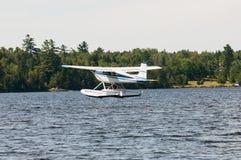 Avion ou hydravion de flotteur Image stock
