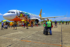 Avion Pacifique de Cebu à l'aéroport de tuguegarao, Philippines Photos stock