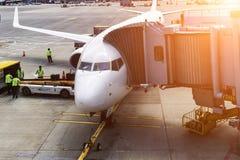 Avion près du terminal en Chine Image libre de droits
