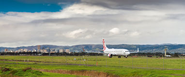 Avion prêt à rentrer l'aéroport d'Adelaïde Images stock