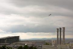 Avion quittant l'aéroport de Stuttgart Photographie stock