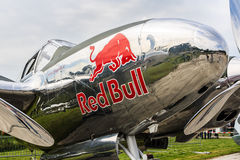 Avion rouge de taureau Image stock