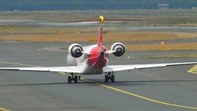 Avion roulant au sol au début clips vidéos