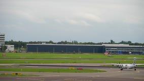 Avion roulant au sol avant le départ clips vidéos