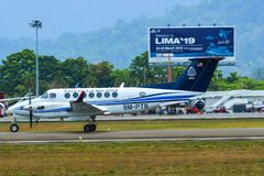 Avion roulant au sol sur la piste de l'a?roport de Langkawi image libre de droits