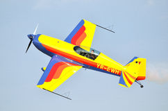 Avion supplémentaire des acrobaties aériennes 300S Image stock