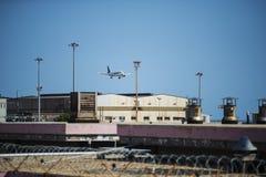 Avion sur l'atterrissage Photos libres de droits