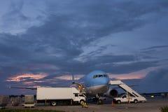 Avion sur le terminal d'aéroport de Punta Cana Images stock