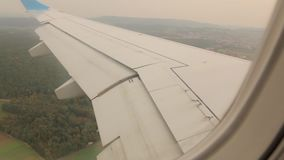 Avion Wing Over The Forest clips vidéos