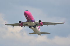 Avion Wizzair de HA-LYH Image libre de droits