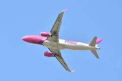Avion Wizzair de HA-LYH Images stock