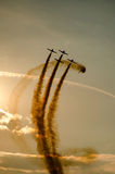 Aviones acrobáticos ahumados Fotos de archivo