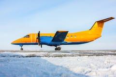 Aviones anaranjados del turbopropulsor Fotos de archivo libres de regalías