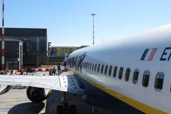 Aviones Boeing 737-800 de Ryanair Imagenes de archivo