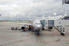 Aviones civiles en aeropuerto Foto de archivo libre de regalías