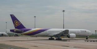 Aviones civiles en el aeropuerto fotografía de archivo libre de regalías