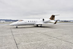 Aviones corporativos de Learjet imagenes de archivo