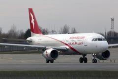 Aviones de Air Arabia Airbus A320-200 que corren en la pista Foto de archivo