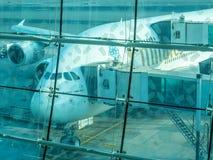 Aviones de Airbus A380 en el aeropuerto de Dubai Foto de archivo libre de regalías