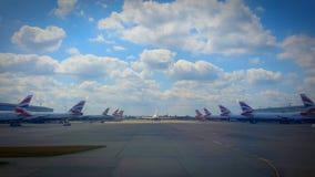 Aviones de British Airways en el aeropuerto de Londres Heathrow Fotos de archivo libres de regalías