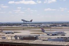 Aviones de British Airways en el aeropuerto de Heathrow fotos de archivo