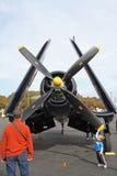 Aviones de combate del corsario de la Segunda Guerra Mundial en la visualización Fotografía de archivo