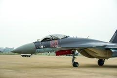 Aviones de combate en la pista de despeque fotos de archivo libres de regalías
