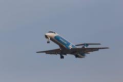 Aviones de Embraer ERJ-145LR de las líneas aéreas de Dniproavia fotos de archivo