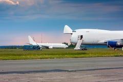 Aviones de fuselaje ancho del cargo Imagen de archivo libre de regalías