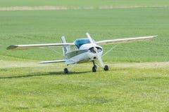 Aviones de instructor menores MFI-9 apenas aterrizados Imagenes de archivo