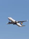 Aviones de Lufthansa Airbus A320-214 Imágenes de archivo libres de regalías